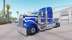 A pele Azul sobre fundo Branco caminhão Kenworth